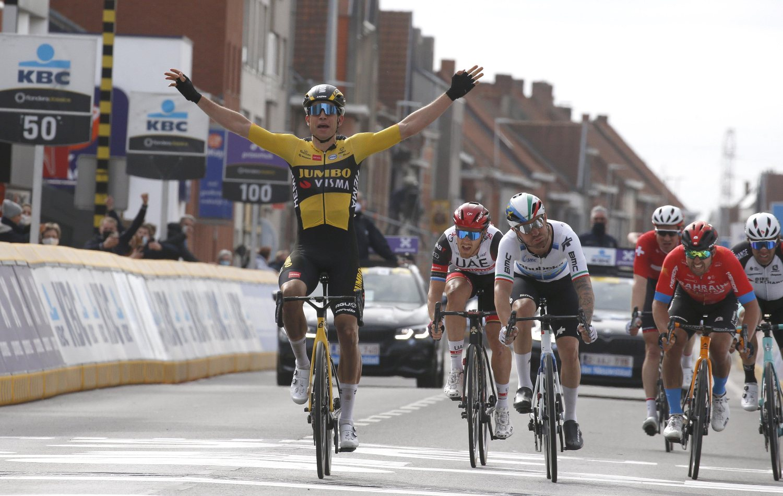 Wout Van Aert ganó la  Gante Wevelgem 2021 (Cor Vos).