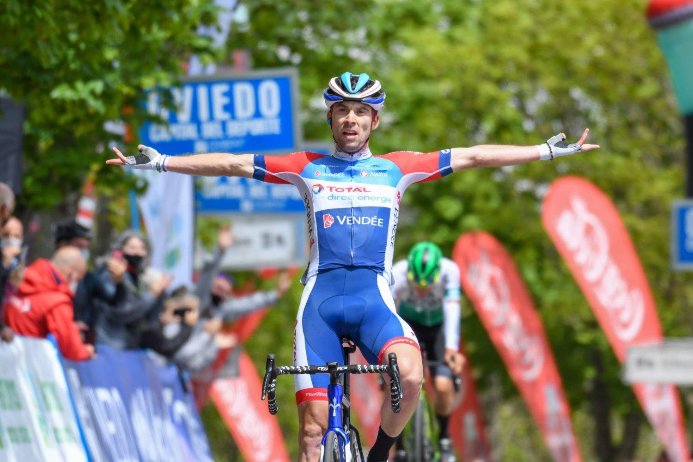 Pierre Latour ganó la última etapa de la Vuelta a Asturias 2021.